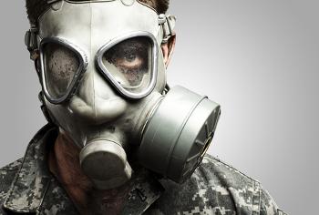 A máscara contra gases venenosos usada por soldados utiliza o princípio da adsorção.