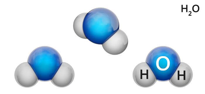 A água é formada por dois átomos de hidrogênio ligados a um átomo de oxigênio por meio de ligações covalentes.
