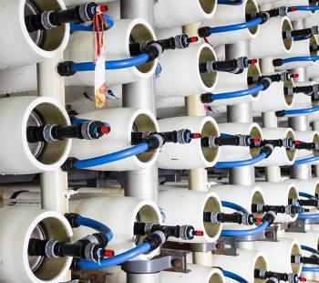 Osmose reversa sendo usada para dessalinizar a água do mar em usina de Ashkelon, Israel