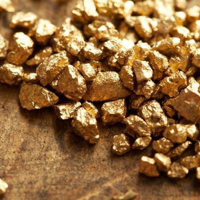 Pequenas pepitas de ouro
