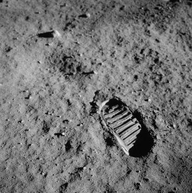 Pegadas deixadas por astronautas na Lua