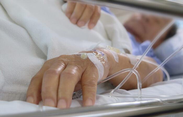 A infecção hospitalar é aquela em que o paciente adquire a infecção após sua entrada no hospital.