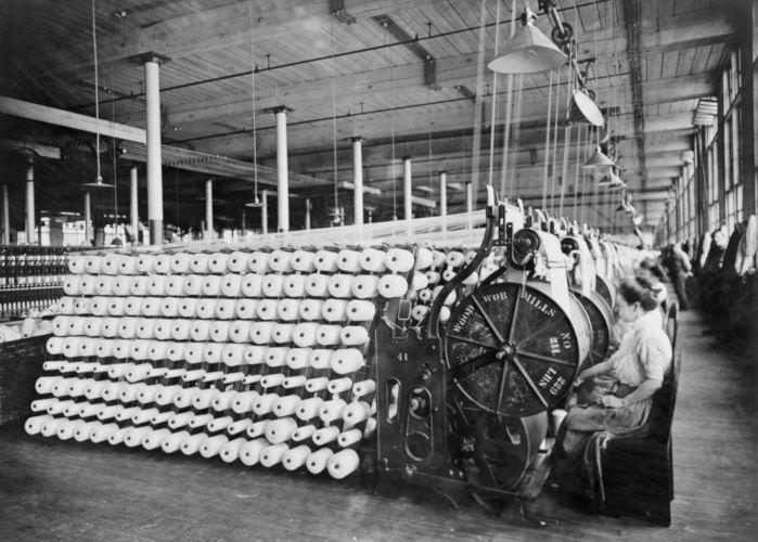 A Primeira Revolução Industrial é marcada pelo início do processo de industrialização que transformou cenário econômico e social.
