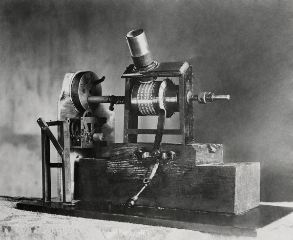 Espécie de projetor desenvolvido por Edison