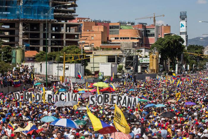 Protesto realizado em Caracas, capital da Venezuela, contra o governo de Maduro.***