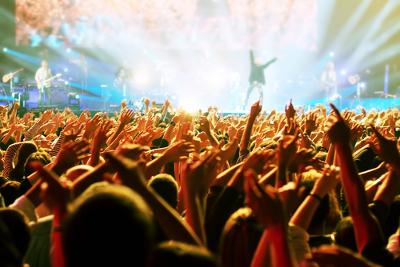Os integrantes de um público podem expressar opiniões diversas e em conjunto, interagindo diretamente com sua fonte de estímulo