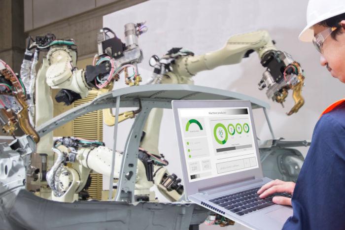A Quarta Revolução Industrial é caracterizada pela criação de robôs que foram inseridos no processo produtivo.