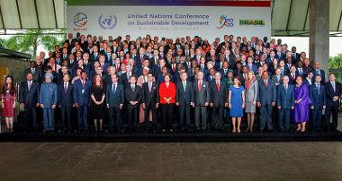 Líderes mundiais reunidos durante a realização da Rio+20*