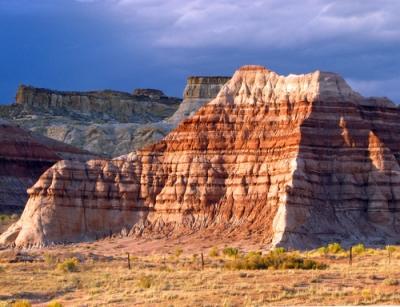 Formação rochosa do tipo sedimentar. Observe a formação das camadas