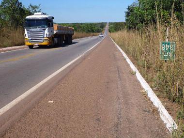 Trecho da rodovia Belém-Brasília em Tocantins (BR-153) ¹