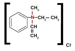 Sal de amônio quaternário que apresenta o ânion cloreto em sua estrutura