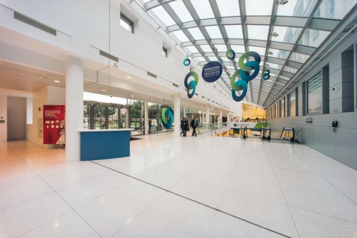 A sede da OCDE localiza-se na França, um de seus países-membros. *