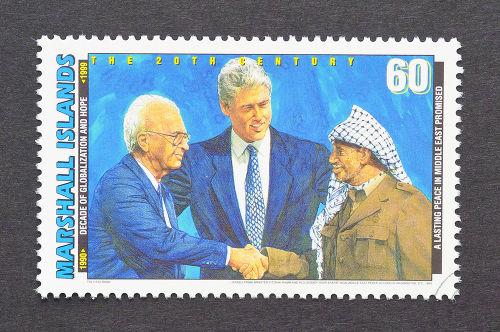 Selo das Ilhas Marshall retratando a imagem de Yitzhak Rabin, Bill Clinton e Yasser Arafat *