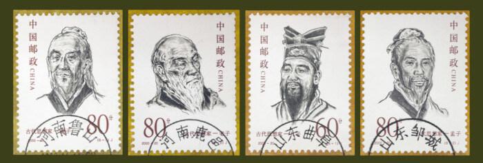 Selos chineses estampam os rostos dos antigos sábios Mozi, Lao-Tsé, Confúcio e Chuang-Tzu.