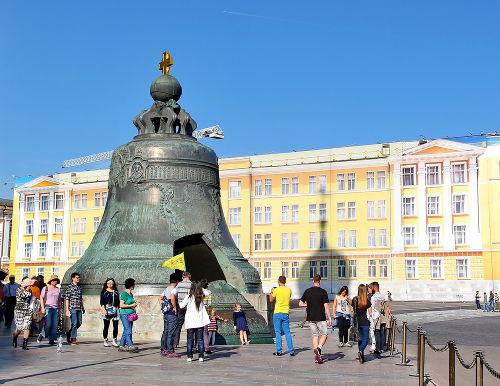 O sino do Tsar foi construído durante o século XVIII e pesa mais de 200 toneladas**