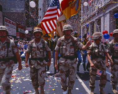 Soldados dos EUA em parada militar de comemoração da vitória na operação Tempestade no Deserto.*