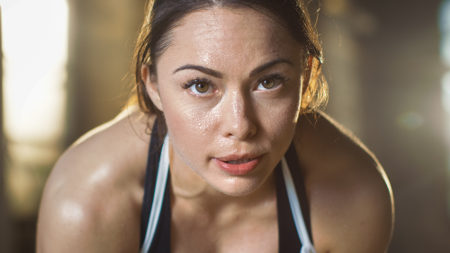 O suor evita o aumento exagerado da temperatura corporal