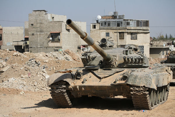 Tanque do exército sírio próximo a uma zona de guerra em Damasco, em setembro de 2013 **