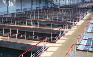 Tanques de sedimentação em estação de tratamento de água