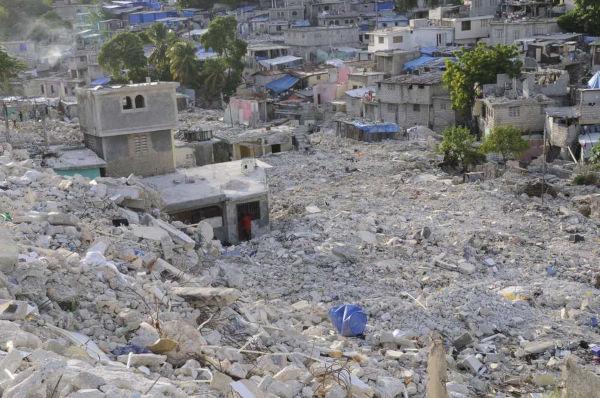 O terremoto no Haiti em 2010 devastou o país, vitimando milhares de haitianos.*