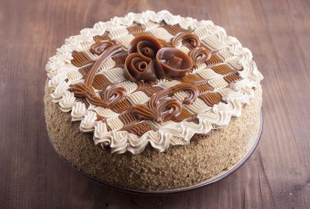 Torta que tem o leite condensado entre os ingredientes