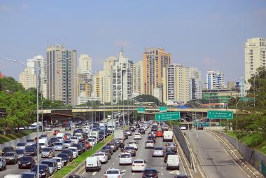 O trânsito de São Paulo possui um grande problema com congestionamentos e lentidão *