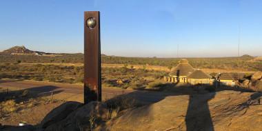 Monumento construído na África do Sul para indicar o Trópico de Capricórnio ²