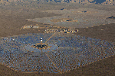 Vista aérea da Usina de Ivanpah, nos Estados Unidos, a maior do mundo! ¹