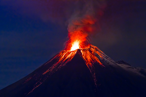 Existem dezenas de vulcões em atividade no mundo todo atualmente