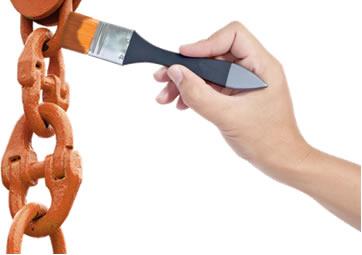 Aplicação de zarcão em corrente de ferro
