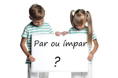 """Na infância e até mesmo na fase adulta, utilizamos o """"jogo do par ou ímpar"""" como forma de determinar quem ganha ou quem perde"""