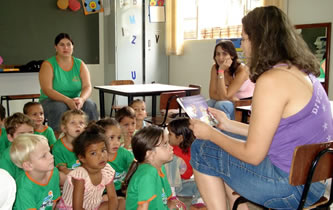 Contar histórias: ato simples que pode contribuir na formação do ser humano.