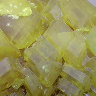 O enxofre rômbico é uma substância simples que participa da reação de formação do ácido sulfúrico e ajuda a descobrir o valor da sua entalpia