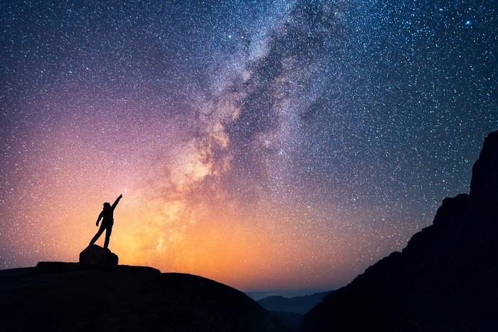 Em alguns lugares da Terra, é possível observar o brilho de um dos braços da nossa galáxia