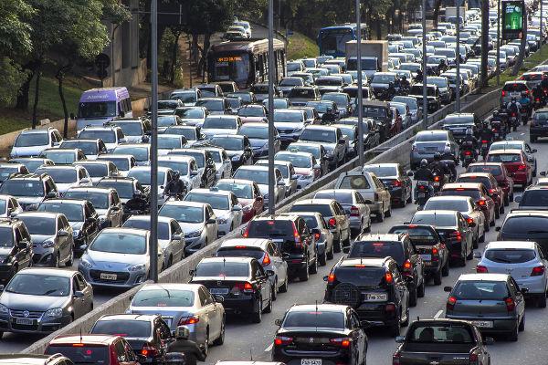 O Dia do Trânsito é comemorado anualmente no dia 25 de setembro, em referência ao CTB. Na imagem, tráfego na Avenida 23 de maio, em São Paulo.*