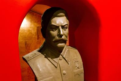 A prática política de Stálin se baseava na eliminação de seus opositores.*