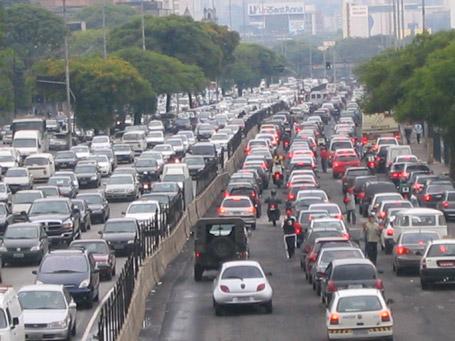 Os congestionamentos são bem comuns nas grandes cidades.