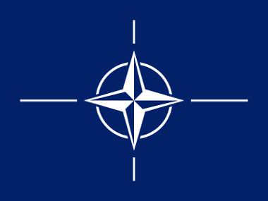 Bandeira com a logomarca da Otan