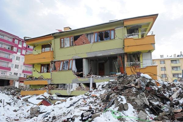 Construção destruída por um terremoto na Turquia