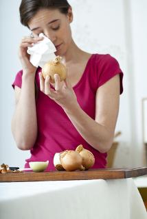 Por que cortar cebola nos faz chorar?