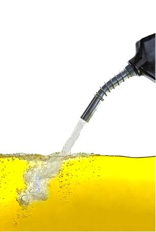 Para lucrar em cima dos proprietários de automóveis, alguns adicionam álcool na gasolina