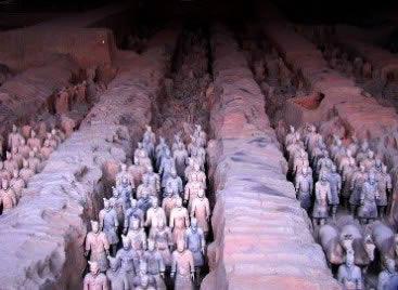 Os soldados de terracota: um legado da Primeira Era Imperial Chinesa.