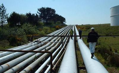 O gás natural é distribuído de forma segura pelos gasodutos.