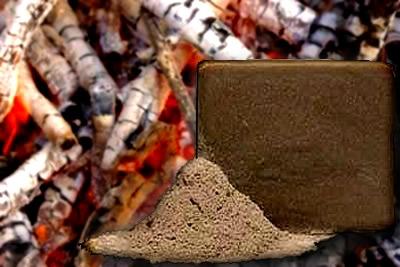 """""""Sabão de cinza"""" feito com óxido de potássio (óxido básico presente nas cinzas da madeira)"""