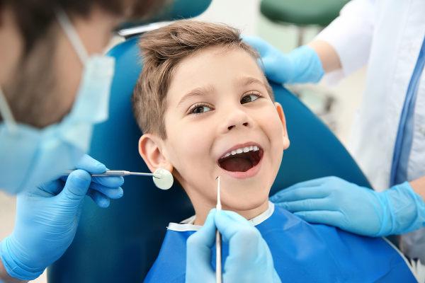O cirurgião-dentista é o profissional responsável por cuidar da nossa saúde bucal.