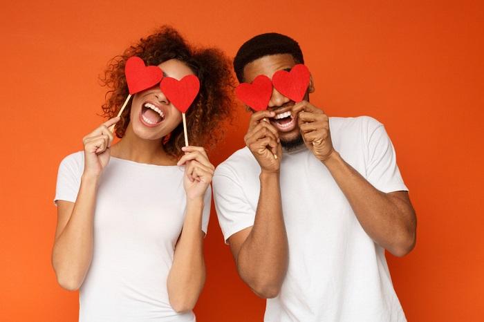O Dia dos Namorados é comemorado anualmente no Brasil em 12 de junho