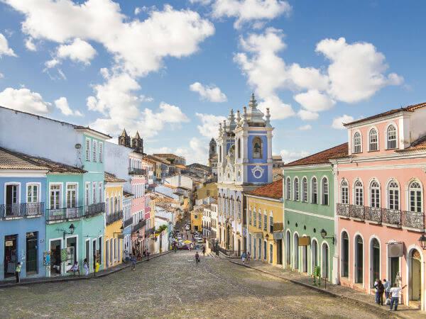 A cidade de Salvador foi palco da maior revolta de escravos da história do Brasil.