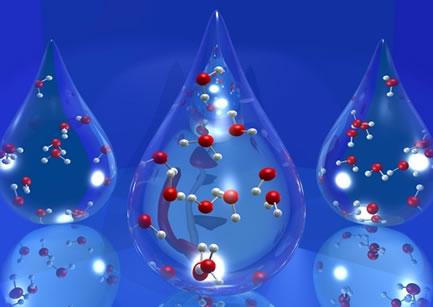 """A água destilada é formada só por H2O, sendo uma substância pura. Porém, outros """"tipos de água"""" são misturas porque possuem substâncias dissolvidas"""