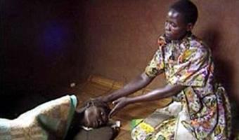 Mulher contaminada com o vírus da AIDS em estado terminal.