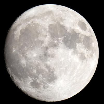 A lua é o satélite natural da Terra